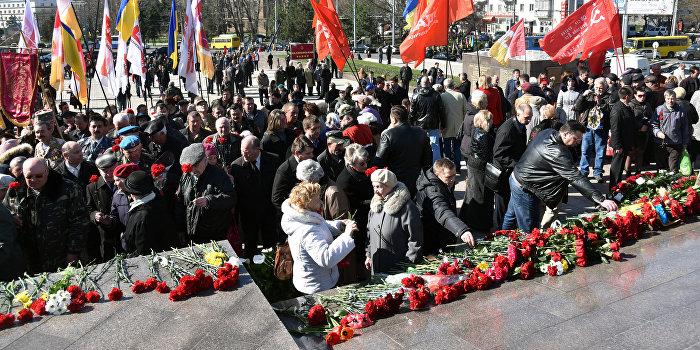 На мероприятиях в честь освобождения Одессы от нацистов радикалы учинили беспорядки