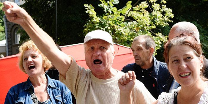 Работники АЭС провели митинг у здания Минюста Украины