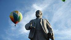 Апофеоз декоммунизации: На Украине памятник Ленину заменили на Чиполлино