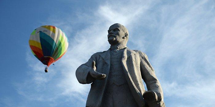 Когда нет денег: В Закарпатье продали памятник Ленину на аукционе