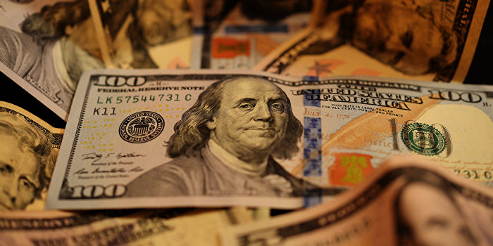 Bloomberg: Украина лезет из кожи вон, лишь бы не платить России долг
