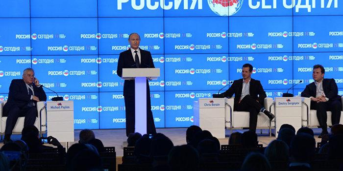 Путин: Власти не должны подвергать журналистов репрессиям