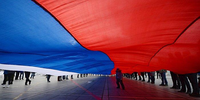 У границ Украины появился самый большой флаг России в мире