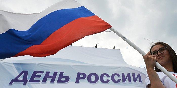 В Нью-Йорке вывесили огромный баннер о победах России