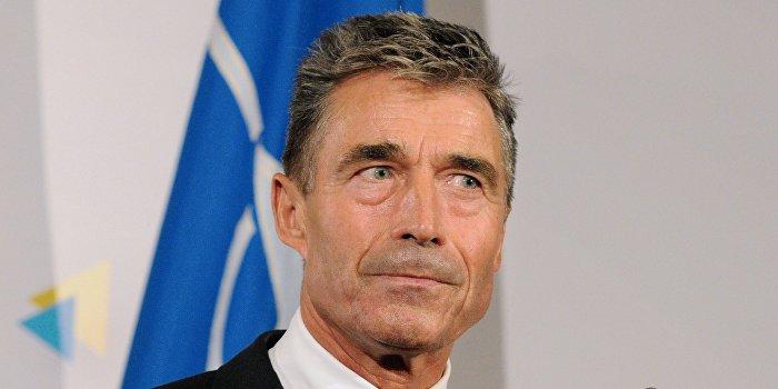 Экс-генсек НАТО потребовал от Киева провести децентрализацию