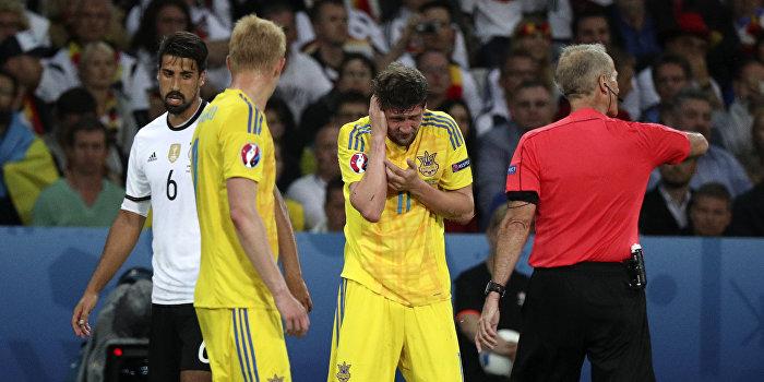 Украинские футболисты обиделись на своих болельщиков
