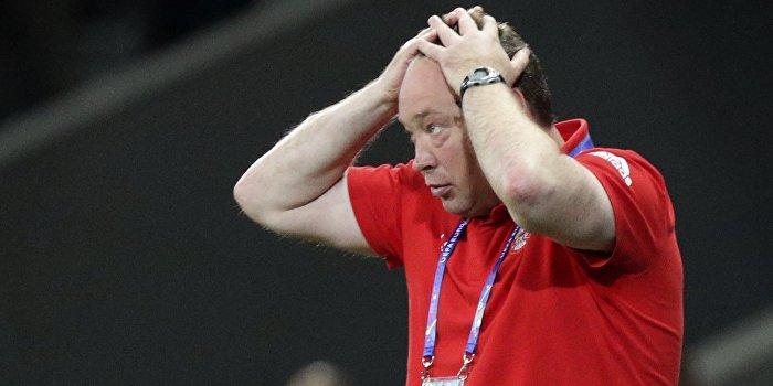 Сборная России по футболу осталась без главного тренера