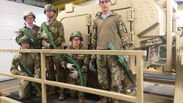 Украинские десантники научились в Германии «стрелять» из резиновых автоматов