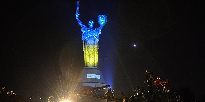 Лидеры мнений сравнили украинскую Конституцию с девушкой
