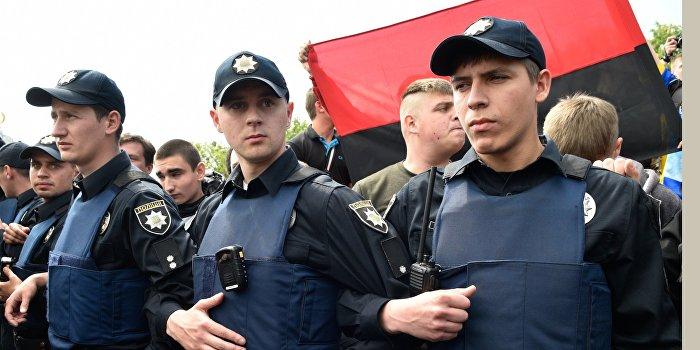 У здания мэрии в Одессе протест перерос в потасовку с правоохранителями