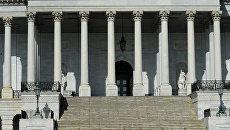 Полиция США оцепила Капитолий в Вашингтоне