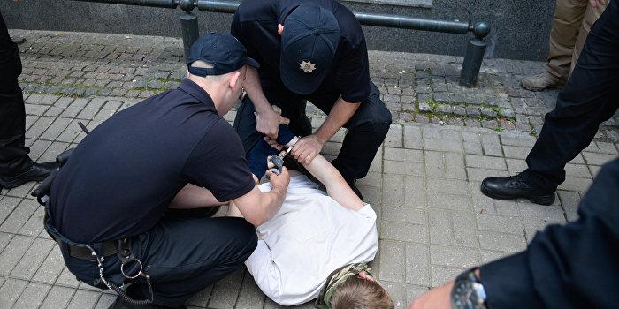 Среди задержанных из-за беспорядков по делу Бузины оказался полицейский