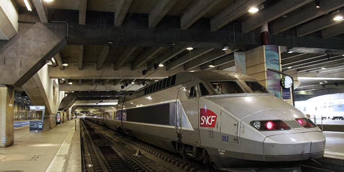 Поезда столкнулись в Италии, погибло не менее 10 человек
