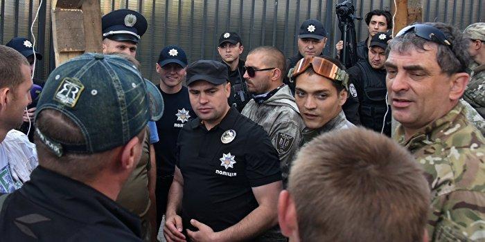 В одесской гостинице радикалы заблокировали польских сенаторов