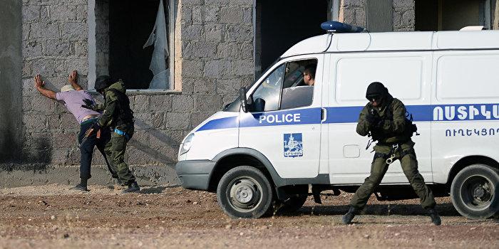 В Ереване радикалы захватили здание полиции