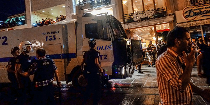 Турецкий солдат стрелял у дворца правосудия в Анкаре