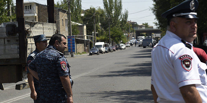Армянские террористы отказываются сложить оружие