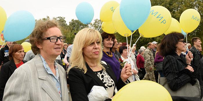 Половина украинцев — за мир с Россией