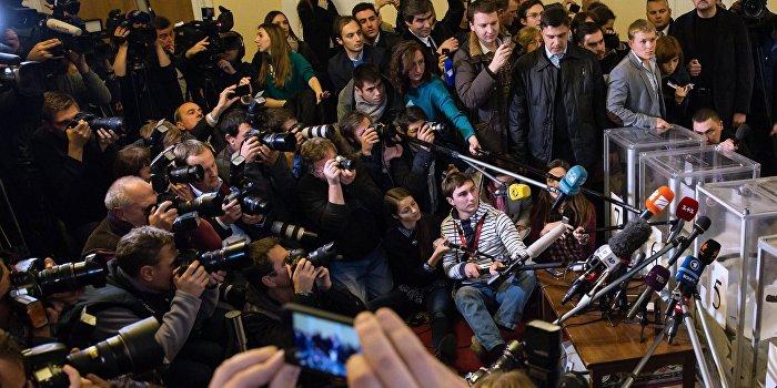 Лещенко рассказал о слежке за критикующими Порошенко журналистами