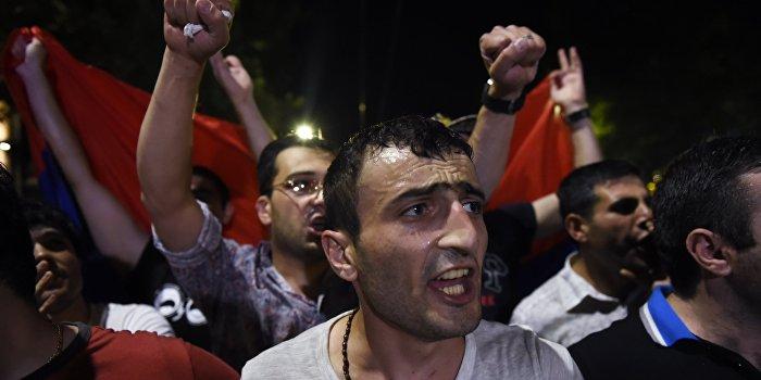 Митингующие выдвинули ультиматум властям Армении