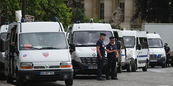 Полиция Франции нейтрализовала преступников, взявших заложников в храме