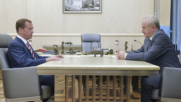 Медведев уволил главного таможенника России