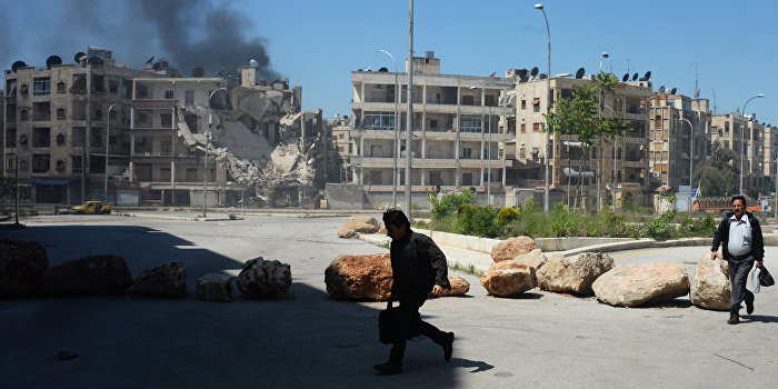 Из осажденного Алеппо начали выводить беженцев