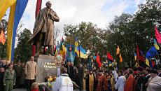 Вычеркнуть Ковпака и Королёва, вписать Бандеру. Как Украину лишают исторической памяти