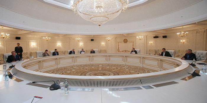 Украина отказывается обсуждать предложения ЛДНР к закону об особом статусе