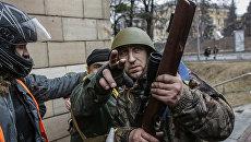Шуляк на допросе: Участникам Майдана в разгар беспорядков выдали оружие