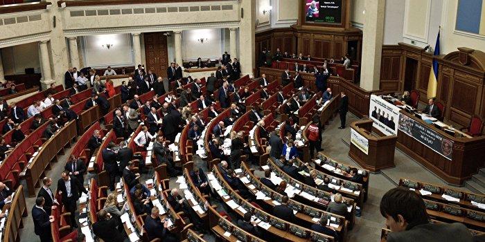 Верховная Рада сняла неприкосновенность с оппозиционного депутата Новинского