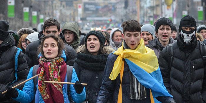 Студенты перекрыли центр Киева, требуя сохранить стипендии