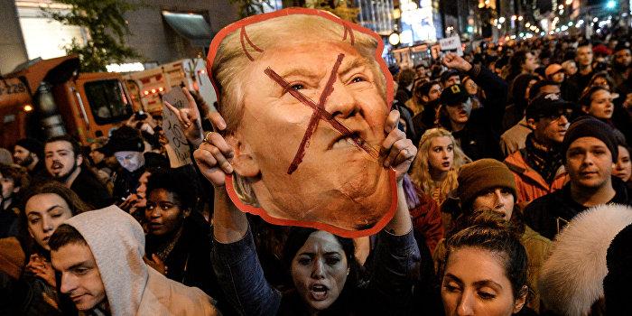 В Калифорнии прошли митинги накануне голосования выборщиков