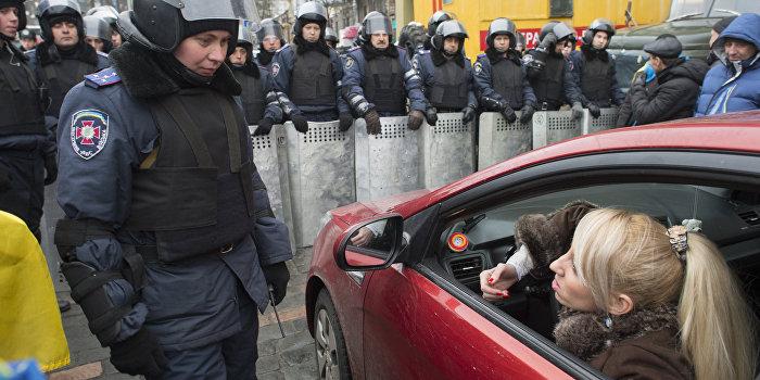 Ассоциация не работает: автомобилисты с польскими и литовскими номерами перекрыли улицу Грушевского