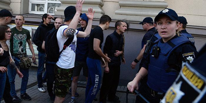 В Черновцах женщина-полицейская была избита пьяными