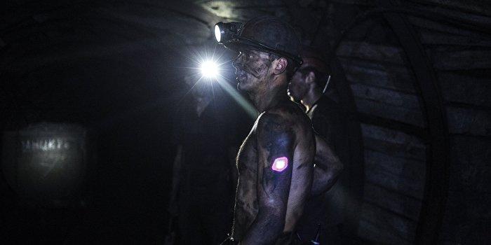 Авария на шахте в Донецкой области: под завалом заблокированы люди