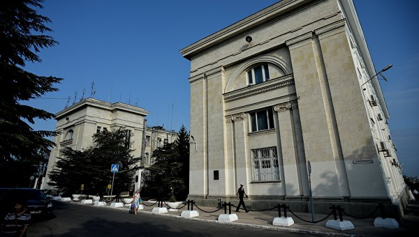 Крымская палитра: есть ли политическая жизнь на полуострове