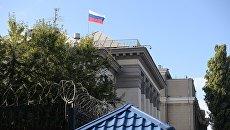 «Время не лечит»: возле посольства РФ в Киеве собрался митинг