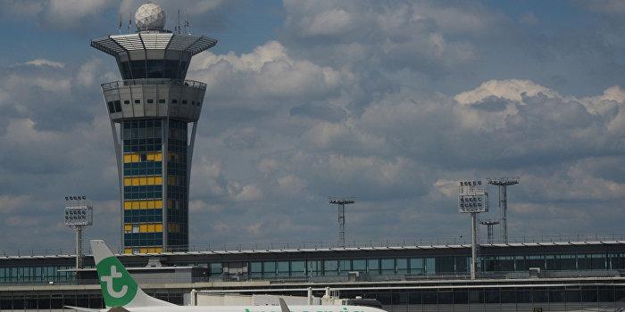 Атаку на парижский аэропорт признали терактом