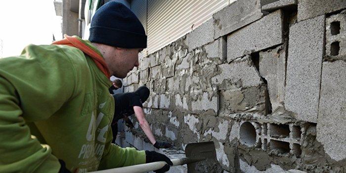 Радикалы замуровали отделение Сбербанка в Краматорске
