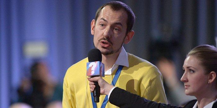 Захарова вступилась за корреспондента УНИАН