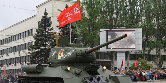 Донбасс отметил День Победы парадами и шествием «Бессмертного полка»
