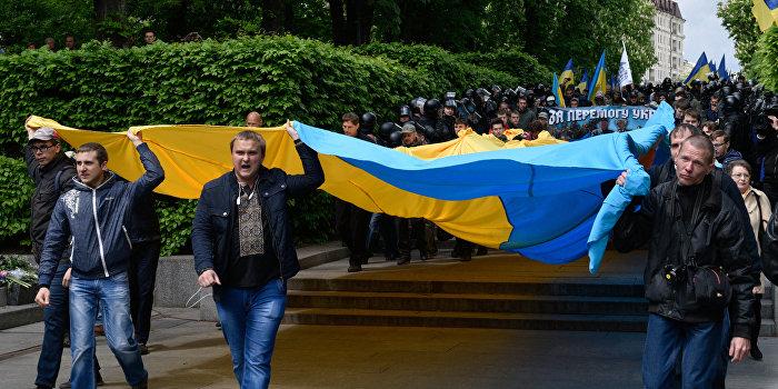 Камень без головы: в Киеве похищен бюст основателя украинского национализма