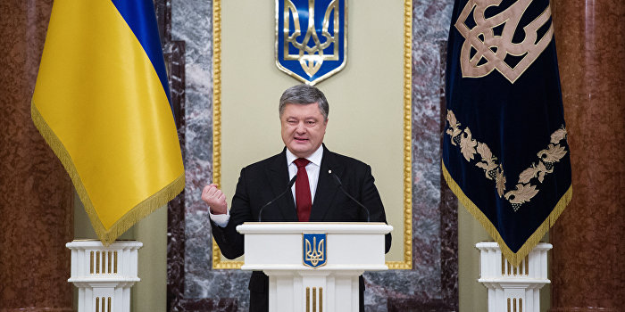 Новые антироссийские санкции: Порошенко в наряде ястреба