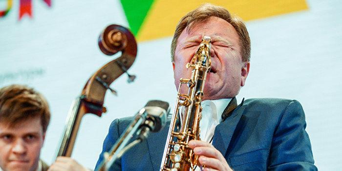 Танцуют все! «Миротворец» записал себе самого знаменитого джазмена России