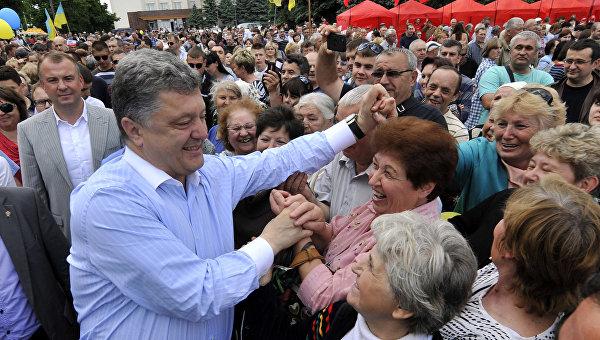 Три года после победы: самый богатый президент во главе самой бедной страны Европы