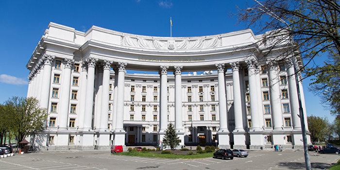 МИД Украины призвало не торопиться с введением визового режима с Россией