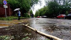 На Украине ураган поднял мальчика в воздух