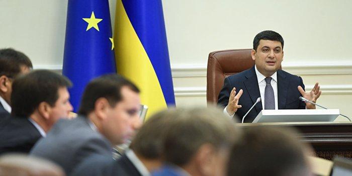 Никаких ограничений: украинские чиновники могут тратить любые деньги на автомобили и мобильники
