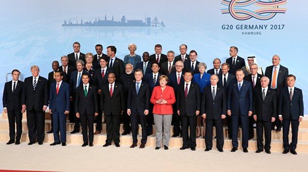 Олейник: Мировые лидеры не хотят видеть Порошенко